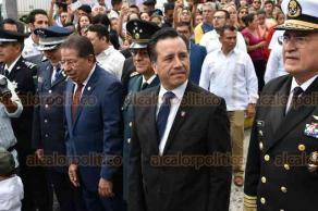 Xalapa, Ver., 16 de septiembre de 2019.- Con el gobernador Cuitláhuac García al frente, acompañado por los presidentes de los poderes Legislativo y Judicial, José Manuel Pozos y Edel Álvarez, respectivamente, arrancó el desfile cívico-militar en la capital del Estado, a 209 años de la Independencia.
