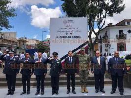 Xalapa, Ver., 16 de septiembre de 2019.- Tras el desfile cívico-militar, el gobernador Cuitláhuac García encabezó la Guardia de Honor ante el monumento a Miguel Hidalgo, en el parque Los Berros, la tarde de este lunes.