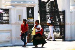 """Veracruz, Ver., 16 de septiembre de 2019.- Jarochos y turistas aprovechan este """"puente patrio"""" para visitar el Museo Naval. Entre semana, cerca de 150 personas recorren el inmueble para conocer la historia naval del país. Aunque los lunes se mantiene cerrado, abrió este día; los miércoles la entrada es gratis."""