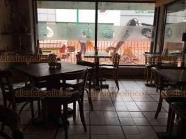 Xalapa, Ver., 17 de septiembre de 2019.- Un restaurante ubicado en la calle Allende, lucía vacío este lunes ante el inicio de trabajos de rehabilitación de dicha vialidad. En la misma complicada situación se encuentran otros negocios de la zona.