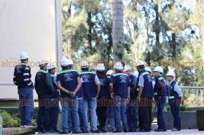Xalapa, Ver., 19 de septiembre de 2019.- La Rectoría y facultades de la Universidad Veracruzana participaron en el Macrosimulacro en conmemoración de los sismos de 1985 y 2017. Personal y alumnos evacuaron supervisados por la Dirección de Proyectos, Construcciones y Mantenimiento.