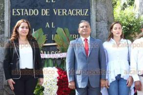 Xalapa, Ver., 19 de septiembre de 2019.- Concurrida fue la Guardia de Honor ante el monumento a Miguel Hidalgo del Partido Revolucionario Institucional presidida por el dirigente estatal, Marlon Ramírez Marín, quien fue acompañado por militancia y organizaciones adheridas al partido.