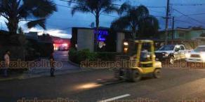 Coatepec, Ver., 19 de septiembre de 2019.- Choque entre dos vehículos particulares, entre Tuzamapan y Bella Esperanza, dejó dos personas lesionadas; peritos de Tránsito del Estado delegación Coatepec tomaron conocimiento del accidente.