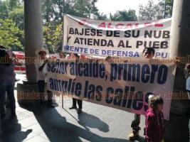 Xalapa, Ver., 20 de septiembre de 2019.- El Frente de Defensa Popular protestó en la entrada del Palacio Municipal ante la posible instalación de parquímetros; tenemos los malos ejemplos de Veracruz y de Poza Rica, dijo su dirigente.