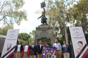 """Xalapa, Ver., 20 de septiembre de 2019.- La presidenta e integrantes del Club de Leones Internacional Xalapa """"Leona Vicario"""", montaron una Guardia de Honor ante el monumento a Miguel Hidalgo."""