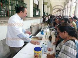 Xalapa, Ver., 20 de septiembre de 2019.- Personal de la Dirección de Desarrollo Económico dio una demostración sobre cómo elaborar un repelente natural para insectos.