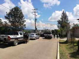 Xalapa, Ver., 21 de septiembre de 2019.- Alrededor de las 12:00 horas se registró un fuerte operativo luego de que fuera localizada la segunda camioneta utilizada en el secuestro del propietario de una pollería, en la calle Fresno esquina Camino Antiguo a Las Ánimas.