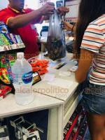 Veracruz Ver., 21 de septiembre 2019.- WALMART, OXXO y Modelorama, entre otras empresas, siguen usando bolsas de plástico. Hace unos días, la PMA y empresas nacionales y estatales firmaron convenio para erradicar plásticos de un solo uso a partir de 2020.