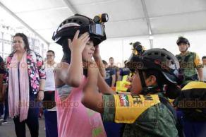 Ciudad de México, 21 de septiembre de 2019.- Las Fuerzas Armadas, con sus equipos de rescate y equipamiento, participan en la Feria de la Protección Civil en el Zócalo.