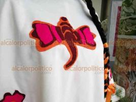 Xalapa, Ver., 21 de septiembre de 2019.- La diseñadora María del Carmen López Guevara se inspiró en prendas y textiles de la usanza común de las mujeres capitalinas para crear un vestido representativo de Xalapa.