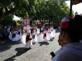 Coatepec, Ver., 22 de septiembre de 2019.- Bailarines de todas las edades participaron en la tercera edición del Jarochódromo 2019. En vivo, Tlen Huicani toca mientras las parejas recorren las calles del centro del Pueblo Mágico. Participan más de 30 grupos de ballet además de más de 700 personas.