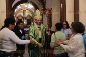 Xalapa, Ver., 13 de octubre de 2019.- Luego de haber sido hospitalizado la semana pasada por contraer dengue, el arzobispo de Xalapa, Hipólito Reyes Larios reapareció en la Catedral Metropolitana de Xalapa a oficiar la misa de este domingo.