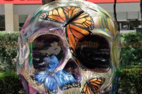 Ciudad de México, 15 de octubre de 2019.- En la avenida Paseo de la Reforma, se exhiben los Maxicráneos, obras de arte plástica de diversos autores, de gran colorido e historia de algunos Estados del país.