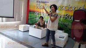 Xalapa, Ver., 15 de octubre de 2019.- Por el Día Internacional de la Mujer Rural se realizó un conversatorio con Remedios Jaqueline Sánchez López, coordinadora Regional de UGOCP; Martha Mendoza, coordinadora de la Agenda 2030 del Congreso del Estado y Yadira Hidalgo, directora del Instituto Municipal de la Mujer.