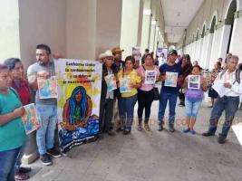 Carrillo Puerto, Ver., 16 de octubre de 2019.- Integrantes de la Coordinadora de Pueblos en defensa del Río Atoyac protestaron para exigir que se detenga el saqueo de piedra.
