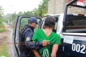 Martínez de la Torre, Ver., 16 de octubre de 2019.- Elementos municipales detuvieron a un sujeto luego de que hirió en la cara a su hermano con machete, tras una acalorada pelea en su hogar.