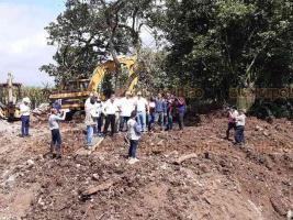 Ixtaczoquitlán, Ver., 19 de octubre de 2019.- Esta tarde, la obra del Puente Reforma fue inspeccionada por el alcalde Miguel Ángel Castelán Crivelli y el secretario de Gobierno, Eric Cisneros.