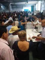 Orizaba, Ver., 19 de octubre de 2019.- En medio de señalamientos de compra de votos e injerencia de entidades del gobierno, en esta ciudad se llevó a cabo el proceso para elegir a los delegados distritales del MORENA.