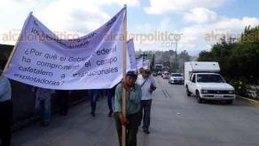 Coatepec, Ver., 21 de octubre de 20193.- Cafetaleros de la región se dirigen a la Capital para exigir apoyo al Gobierno estatal y Federal, así como para protestar por los bajos precios del café arábigo.