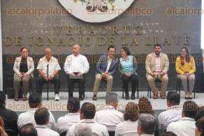 Xalapa, Ver., 22 de octubre de 2019.- El gobernador Cuitláhuac García encabezó la ceremonia de Pago Extraordinario Pólizas y FBC del Seguro Social de los Trabajadores de la Educación del Estado.
