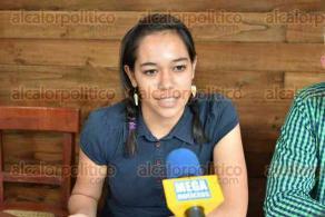 Xalapa, Ver., 22 de octubre de 2019.- Facundo Pacheco Rojas, director general de la Fundación UV; Lena García, del Grupo de Teatro Independiente
