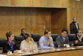 Ciudad de México, 22 de octubre de 2019.- Los presidentes de la Cámara de Diputados y de la Comisión de Presupuesto, Laura Rojas y Alfonso Ramírez, se reunieron con los alcaldes encabezados por el munícipe de Huixquilucan, Enrique Vargas, para llegar a acuerdos sobre el presupuesto 2020.
