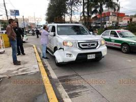 Xalapa, Ver., 22 de octubre de 2019.- La tarde de este martes, un motopatrullero chocó con una camioneta en la avenida Lázaro Cárdenas.
