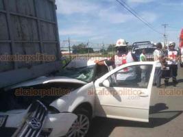 Veracruz, Ver., 23 de octubre de 2019.- En la carretera federal Veracruz-Xalapa, a la altura de Las Amapolas, el conductor de un Jetta quedó prensado tras impactarse contra una camioneta; al sitio arribó personal de rescate de la Cruz Roja y de la Policía Federal.