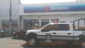 Veracruz, Ver.,  23 de octubre de 2019.- A punta de pistola, dos hombres asaltaron la sucursal de Banamex de la calzada Simón Bolívar, en el fraccionamiento Reforma. Al sitio acudieron la Policía Naval y Policía Estatal. Ladrones escaparon y lo hurtado no ha sido cuantificado.