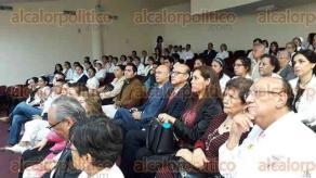 """Xalapa, Ver., 23 de octubre de 2019.- Ceremonia del Día del Médico, en donde se entregaron reconocimientos a los doctores distinguidos del Hospital Regional de Xalapa """"Doctor Luis F. Nachón""""."""