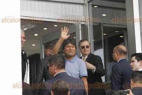 Ciudad de México, 12 de noviembre de 2019.- En el Hangar Presidencial del AICM, el canciller Marcelo Ebrard recibió al expresidente de Bolivia, Evo Morales, a quien le dijo: