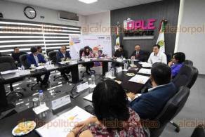 Xalapa, Ver., 12 de noviembre de 2019.- Este martes, autoridades del INE y del OPLE Veracruz llevaron a cabo la Presentación de la Agenda Estatal de la Consulta Infantil y Juvenil 2018, en las instalaciones del Organismo.