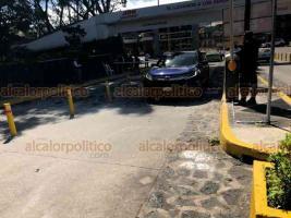 Xalapa, Ver., 12 de noviembre de 2019.- Este martes comenzaron a operar las plumas en la Central de Autobuses de Xalapa. Ahora sólo podrán pasar taxis que lleven pasajeros a bordo. No se cobrará a particulares por ingresar.