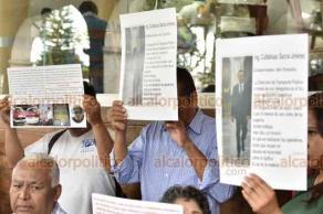 Xalapa, Ver., 12 de noviembre de 2019.- Gerónimo Zárate Rodríguez, coordinador regional del Movimiento Nacional de Transporte Multimodal, denunció que taxistas de la zona sur del Estado son extorsionados por Agentes de Tránsito.