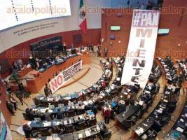 Ciudad de México, 12 de noviembre de 2019.- En el pleno del Senado, legisladores de Morena se enfrenta contra los panistas por las irregularidades en la elección de la presidencia de la CNDH. Acusaciones, descalificaciones e calificativos ofensivos son el tema en pro de la transparencia.