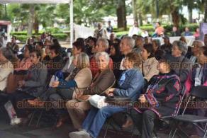 Xalapa, Ver., 13 de noviembre de 2019.- Jubilados integrantes del COPIPEV siguen, desde la carpa instalada afuera de Palacio de Gobierno, la disculpa pública por la agresión sufrida durante una protesta en el año 2015.