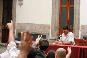 Ciudad de México, 13 de noviembre de 2019.- El expresidente de Bolivia, Evo Morales, presentó sus argumentos y circunstancias de su salida tras el golpe de Estado. Felicitó al presidente Andrés Manuel López Obrador por su cumpleaños.