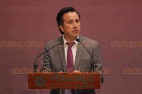 """Xalapa, Ver., 13 de noviembre de 2019.- El gobernador Cuitláhuac García, atendiendo una recomendación de la CNDH, ofreció una disculpa pública a los pensionados y jubilados agredidos por granaderos durante una protesta en 2015. """"El Estado les falló"""", dijo."""