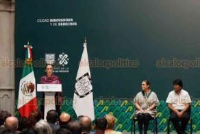 Ciudad de México, 13 de noviembre de 2019.- La jefa de Gobierno, Claudia Sheinbaum, otorgó en su carácter de refugiado, el nombramiento de