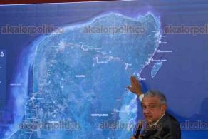Ciudad de México, 15 de noviembre de 2019.- El presidente Andrés Manuel López Obrador firmó un acuerdo para realizar las consultas de los pueblos y comunidades indígenas para aprobar o rechazar la construcción del Tren Maya.