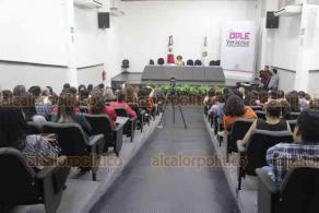 Xalapa, Ver., 19 de noviembre de 2019.- Por el próximo Día Internacional de la Eliminación de la Violencia Contra la Mujer, en el auditorio del OPLE, la titular de la Comisión Nacional para Prevenir y Erradicar la Violencia contra las Mujeres, María Candelaria Ochoa, impartió una conferencia magistral.