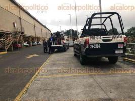 Xalapa, Ver., 19 de noviembre de 2019.- Tras un asalto en la zona de Plaza Ánimas y una persecución, fue detenido un sujeto en el estacionamiento de la tienda Walmart. También fue asegurado un vehículo.