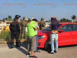 Coatzacoalcos, Ver., 19 de noviembre de 2019.- Tres jóvenes en estado de ebriedad ocasionaron un accidente en la carretera a Las Barrillas y al buscar huir fueron interceptados por elementos del Ejército Mexicano.