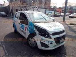 Veracruz, Ver., 21 de noviembre de 2019.- Cámara de seguridad captó el fuerte percance vial que se registró la tarde de este jueves, en calles de la colonia Centro.