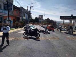 Xalapa, Ver., 22 de noviembre de 2019.- Un motociclista chocó contra un taxi que le realizó corte de circulación sobre la avenida 20 de Noviembre, esquina Adalberto Tejeda. Peritos de Tránsito del Estado tomaron conocimiento del percance; no se reportan lesionados.