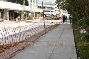 Xalapa, Ver., 4 de diciembre de 2019.- 15 millones de pesos se invierten para renovar la calle Allende. Los trabajos, según Obras Públicas, concluirán hasta enero, pese a proyectarse para acabar este mes. Están por concluir labores en las dos primeras cuadras, de la calle Galeana a Serrano.