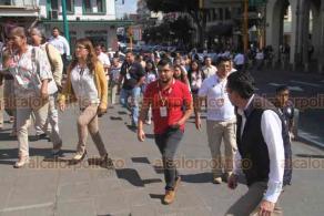 Xalapa, Ver., 5 de diciembre de 2019.- Personal de la Secretaría de Seguridad Pública fue desalojado debido a un temblor que tuvo su epicentro en los límites con el Estado de Oaxaca. Los empleados fueron concentrados en la explanada de la Plaza Lerdo.