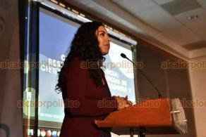 """Xalapa, Ver., 6 de diciembre de 2019.- En el auditorio de Radio UV, dio inicio el Primer Foro Veracruzano de Comunicación de la Ciencia con la conferencia magistral """"Comunicar la ciencia, responsabilidad social de científicos, comunicadores y periodistas"""", a cargo de Aleida Rueda Rodríguez, presidenta de la Red Mexicana de Periodistas de Ciencia."""