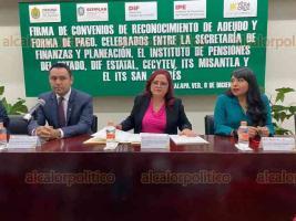 Xalapa, Ver., 6 de diciembre de 2019.- El secretario de Finanzas, José Luis Lima Franco, firmó un Convenio de Reconocimiento de Adeudo y Forma de Pago con el Instituto de Pensiones del Estado, para atender pasivos de tecnológicos y organismos.