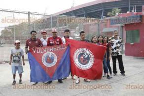 Boca del Río, Ver., 7 de diciembre de 2019.- Un grupo de aficionados a los Tiburones Rojos de Veracruz se reunió en el estadio Luis